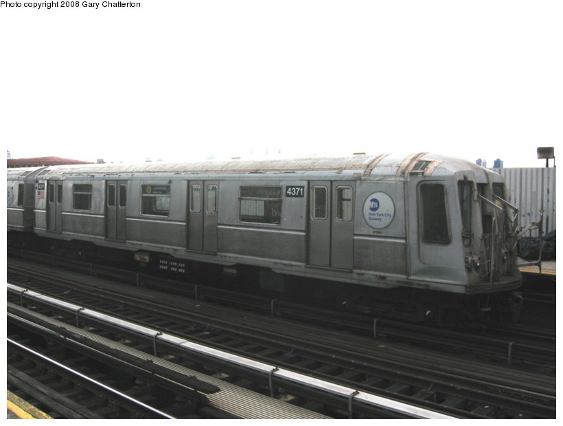 (82k, 820x620)<br><b>Country:</b> United States<br><b>City:</b> New York<br><b>System:</b> New York City Transit<br><b>Line:</b> BMT Astoria Line<br><b>Location:</b> Broadway <br><b>Route:</b> W<br><b>Car:</b> R-40 (St. Louis, 1968)  4371 <br><b>Photo by:</b> Gary Chatterton<br><b>Date:</b> 5/21/2008<br><b>Viewed (this week/total):</b> 3 / 564