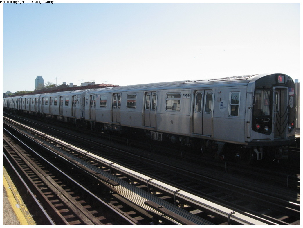 (167k, 1044x788)<br><b>Country:</b> United States<br><b>City:</b> New York<br><b>System:</b> New York City Transit<br><b>Line:</b> BMT Astoria Line<br><b>Location:</b> Broadway <br><b>Route:</b> N<br><b>Car:</b> R-160B (Kawasaki, 2005-2008)  8922 <br><b>Photo by:</b> Jorge Catayi<br><b>Date:</b> 5/25/2008<br><b>Viewed (this week/total):</b> 1 / 1263