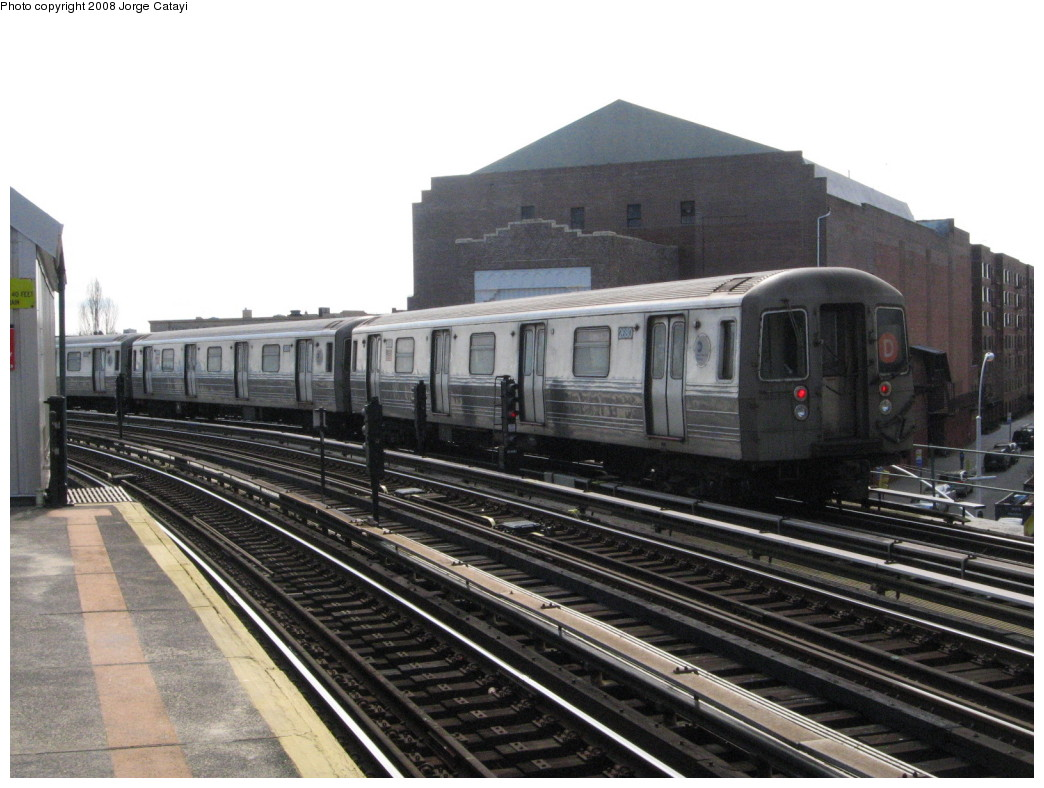 (203k, 1044x788)<br><b>Country:</b> United States<br><b>City:</b> New York<br><b>System:</b> New York City Transit<br><b>Line:</b> BMT West End Line<br><b>Location:</b> 18th Avenue <br><b>Route:</b> D<br><b>Car:</b> R-68 (Westinghouse-Amrail, 1986-1988)  2680 <br><b>Photo by:</b> Jorge Catayi<br><b>Date:</b> 2/27/2008<br><b>Viewed (this week/total):</b> 4 / 710