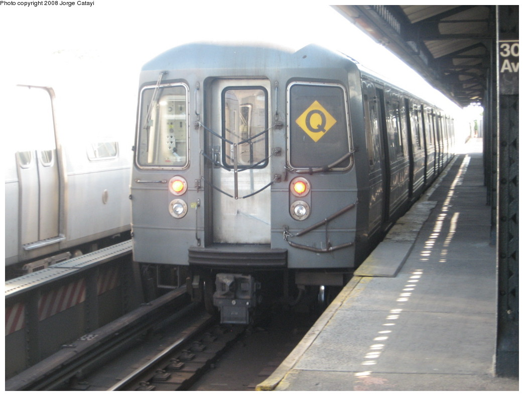 (159k, 1044x788)<br><b>Country:</b> United States<br><b>City:</b> New York<br><b>System:</b> New York City Transit<br><b>Line:</b> BMT Astoria Line<br><b>Location:</b> 30th/Grand Aves. <br><b>Route:</b> Q reroute<br><b>Car:</b> R-68A (Kawasaki, 1988-1989)  5060 <br><b>Photo by:</b> Jorge Catayi<br><b>Date:</b> 5/25/2008<br><b>Viewed (this week/total):</b> 6 / 1652