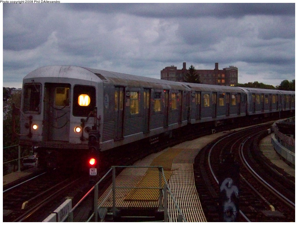 (215k, 1044x788)<br><b>Country:</b> United States<br><b>City:</b> New York<br><b>System:</b> New York City Transit<br><b>Line:</b> BMT Myrtle Avenue Line<br><b>Location:</b> Seneca Avenue <br><b>Route:</b> M<br><b>Car:</b> R-42 (St. Louis, 1969-1970)  4629 <br><b>Photo by:</b> Philip D'Allesandro<br><b>Date:</b> 9/14/2007<br><b>Viewed (this week/total):</b> 3 / 1080