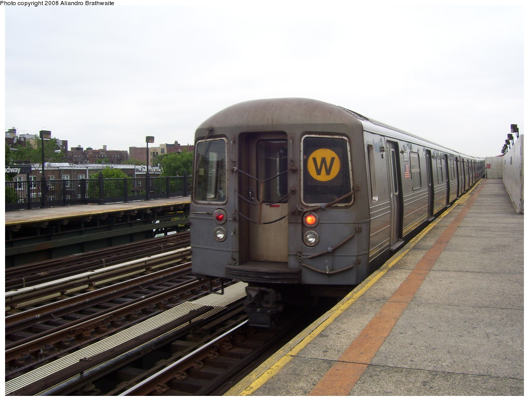 (213k, 1044x791)<br><b>Country:</b> United States<br><b>City:</b> New York<br><b>System:</b> New York City Transit<br><b>Line:</b> BMT Astoria Line<br><b>Location:</b> Broadway <br><b>Route:</b> W<br><b>Car:</b> R-68 (Westinghouse-Amrail, 1986-1988)  2812 <br><b>Photo by:</b> Aliandro Brathwaite<br><b>Date:</b> 6/5/2008<br><b>Viewed (this week/total):</b> 0 / 1763