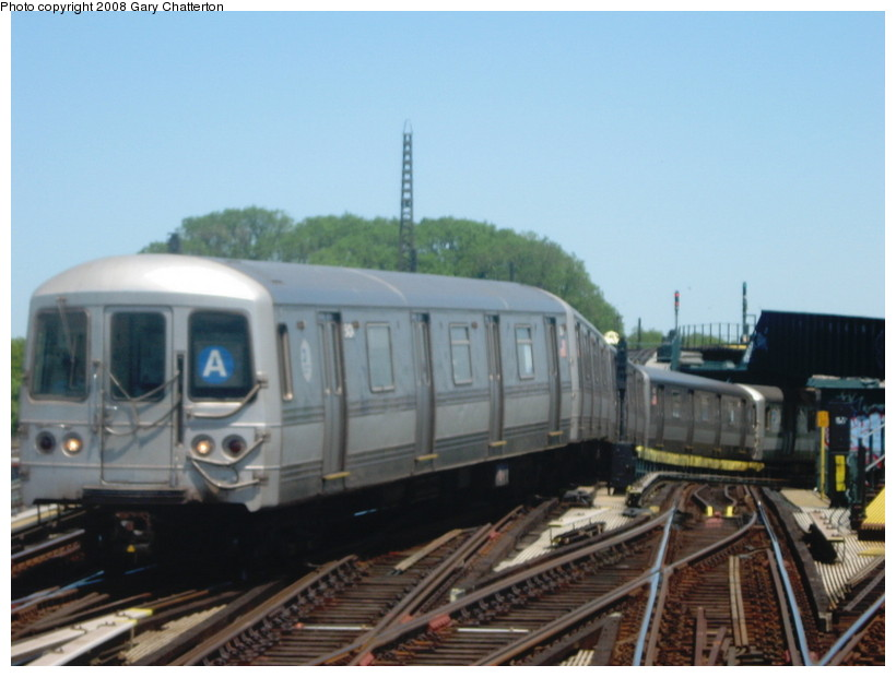 (103k, 820x620)<br><b>Country:</b> United States<br><b>City:</b> New York<br><b>System:</b> New York City Transit<br><b>Line:</b> IND Fulton Street Line<br><b>Location:</b> Rockaway Boulevard <br><b>Route:</b> A<br><b>Car:</b> R-44 (St. Louis, 1971-73) 5424 <br><b>Photo by:</b> Gary Chatterton<br><b>Date:</b> 5/28/2008<br><b>Viewed (this week/total):</b> 0 / 1259
