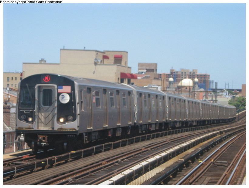 (111k, 820x620)<br><b>Country:</b> United States<br><b>City:</b> New York<br><b>System:</b> New York City Transit<br><b>Line:</b> BMT Astoria Line<br><b>Location:</b> Broadway <br><b>Route:</b> N<br><b>Car:</b> R-160B (Kawasaki, 2005-2008)  8713 <br><b>Photo by:</b> Gary Chatterton<br><b>Date:</b> 6/12/2008<br><b>Viewed (this week/total):</b> 3 / 1438