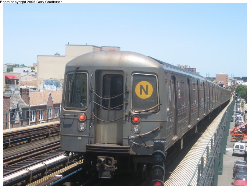 (125k, 820x620)<br><b>Country:</b> United States<br><b>City:</b> New York<br><b>System:</b> New York City Transit<br><b>Line:</b> BMT Astoria Line<br><b>Location:</b> Broadway <br><b>Route:</b> N<br><b>Car:</b> R-68A (Kawasaki, 1988-1989)  5162 <br><b>Photo by:</b> Gary Chatterton<br><b>Date:</b> 6/12/2008<br><b>Viewed (this week/total):</b> 2 / 910