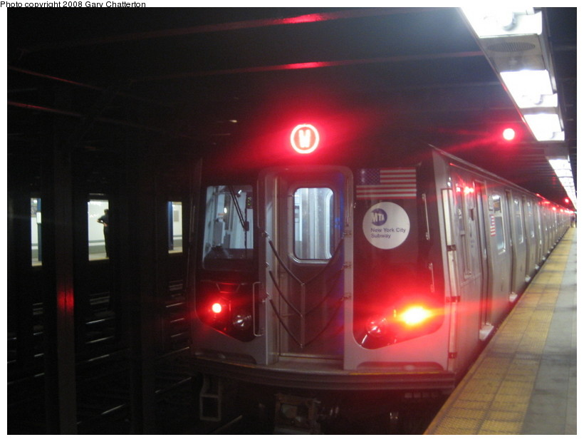 (98k, 820x620)<br><b>Country:</b> United States<br><b>City:</b> New York<br><b>System:</b> New York City Transit<br><b>Line:</b> BMT Broadway Line<br><b>Location:</b> 28th Street <br><b>Route:</b> W<br><b>Car:</b> R-160B (Kawasaki, 2005-2008)  8928 <br><b>Photo by:</b> Gary Chatterton<br><b>Date:</b> 6/12/2008<br><b>Viewed (this week/total):</b> 4 / 2325