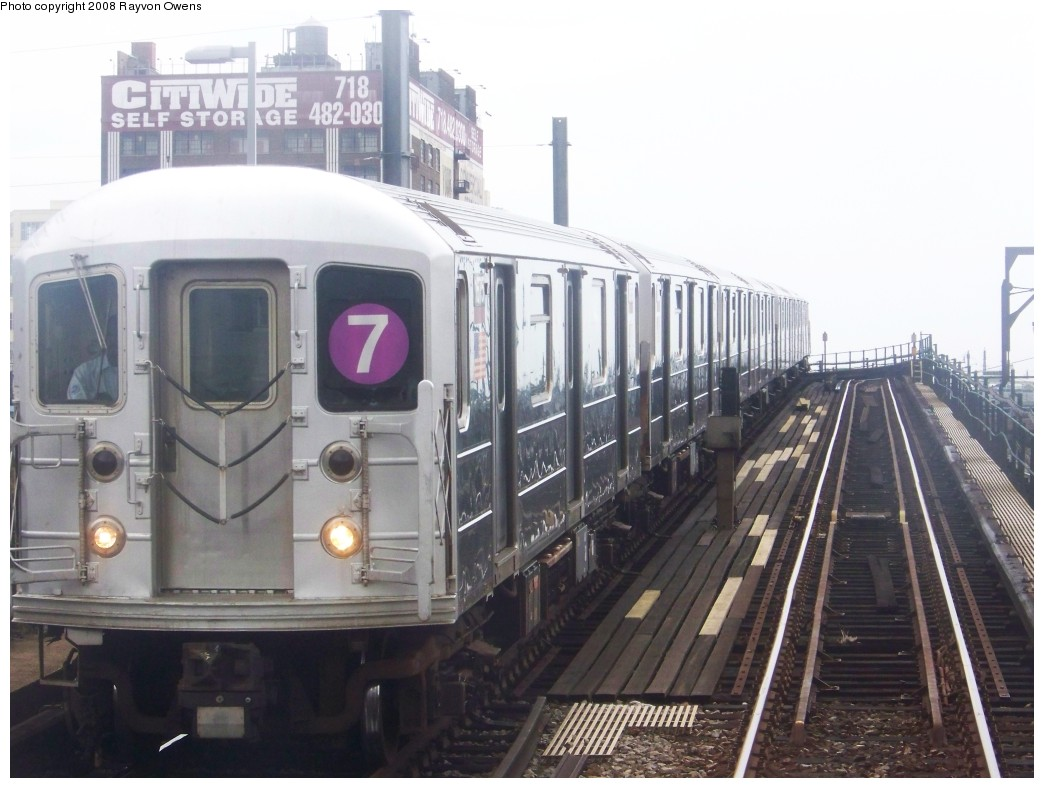 (170k, 1044x788)<br><b>Country:</b> United States<br><b>City:</b> New York<br><b>System:</b> New York City Transit<br><b>Line:</b> IRT Flushing Line<br><b>Location:</b> Hunterspoint Avenue <br><b>Route:</b> 7<br><b>Car:</b> R-62A (Bombardier, 1984-1987)  1675 <br><b>Photo by:</b> Rayvon Owens<br><b>Date:</b> 6/15/2008<br><b>Viewed (this week/total):</b> 4 / 981
