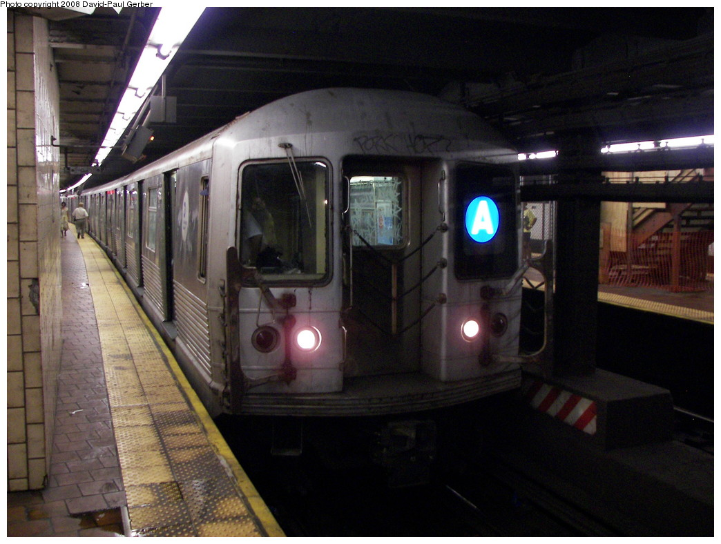 (261k, 1044x788)<br><b>Country:</b> United States<br><b>City:</b> New York<br><b>System:</b> New York City Transit<br><b>Line:</b> IND 8th Avenue Line<br><b>Location:</b> 125th Street <br><b>Route:</b> A<br><b>Car:</b> R-42 (St. Louis, 1969-1970)   <br><b>Photo by:</b> David-Paul Gerber<br><b>Date:</b> 6/9/2008<br><b>Viewed (this week/total):</b> 4 / 2115