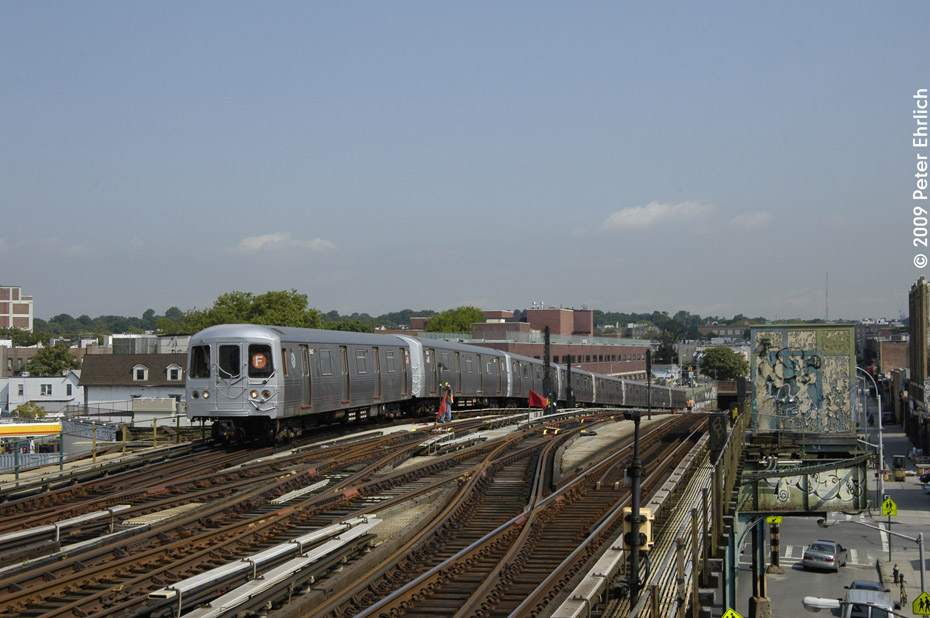 (188k, 930x618)<br><b>Country:</b> United States<br><b>City:</b> New York<br><b>System:</b> New York City Transit<br><b>Line:</b> BMT Culver Line<br><b>Location:</b> Ditmas Avenue <br><b>Route:</b> F<br><b>Car:</b> R-46 (Pullman-Standard, 1974-75) 5542 <br><b>Photo by:</b> Peter Ehrlich<br><b>Date:</b> 7/22/2009<br><b>Notes:</b> Outbound<br><b>Viewed (this week/total):</b> 0 / 1216