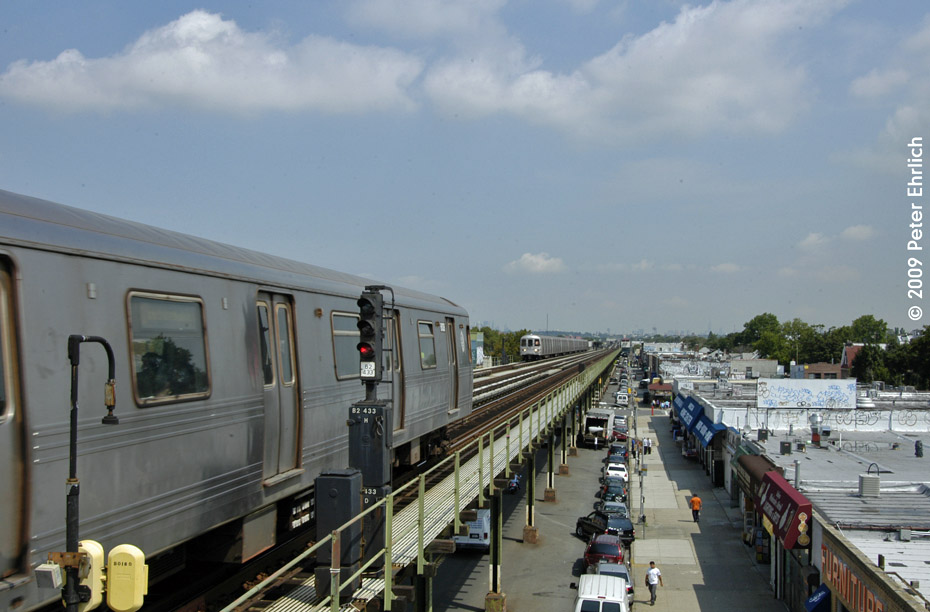(173k, 930x612)<br><b>Country:</b> United States<br><b>City:</b> New York<br><b>System:</b> New York City Transit<br><b>Line:</b> BMT Culver Line<br><b>Location:</b> Avenue P <br><b>Route:</b> F<br><b>Car:</b> R-46 (Pullman-Standard, 1974-75) 6108 <br><b>Photo by:</b> Peter Ehrlich<br><b>Date:</b> 7/22/2009<br><b>Notes:</b> Leaving Avenue P inbound.  With unidentified R46 train outbound.<br><b>Viewed (this week/total):</b> 1 / 383