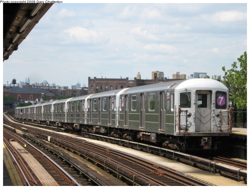 (140k, 820x620)<br><b>Country:</b> United States<br><b>City:</b> New York<br><b>System:</b> New York City Transit<br><b>Line:</b> IRT Flushing Line<br><b>Location:</b> 52nd Street/Lincoln Avenue <br><b>Route:</b> 7<br><b>Car:</b> R-62A (Bombardier, 1984-1987)  2005 <br><b>Photo by:</b> Gary Chatterton<br><b>Date:</b> 6/18/2008<br><b>Viewed (this week/total):</b> 0 / 683