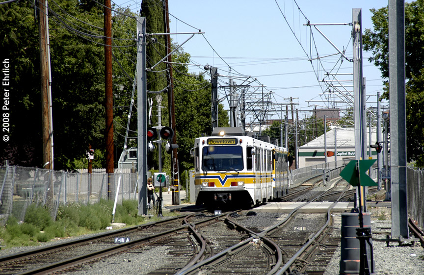 (272k, 864x561)<br><b>Country:</b> United States<br><b>City:</b> Sacramento, CA<br><b>System:</b> SACRT Light Rail<br><b>Location:</b> 18th St. (Between Q & R) <br><b>Car:</b> Sacramento Siemens LRV  103 <br><b>Photo by:</b> Peter Ehrlich<br><b>Date:</b> 5/16/2008<br><b>Notes:</b> At 18th Street inbound.<br><b>Viewed (this week/total):</b> 0 / 406