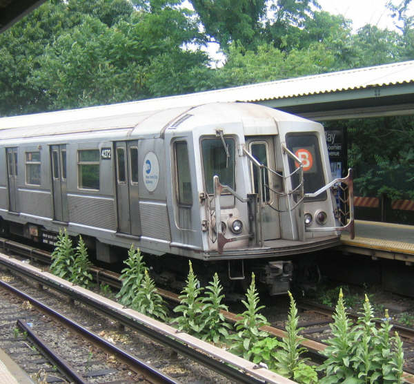 (69k, 600x556)<br><b>Country:</b> United States<br><b>City:</b> New York<br><b>System:</b> New York City Transit<br><b>Line:</b> BMT Brighton Line<br><b>Location:</b> Sheepshead Bay <br><b>Route:</b> B<br><b>Car:</b> R-40 (St. Louis, 1968)  4272 <br><b>Photo by:</b> Professor J<br><b>Date:</b> 6/27/2008<br><b>Viewed (this week/total):</b> 2 / 1012
