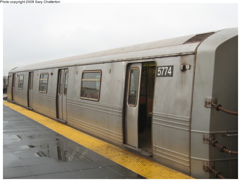 (95k, 820x620)<br><b>Country:</b> United States<br><b>City:</b> New York<br><b>System:</b> New York City Transit<br><b>Location:</b> Coney Island/Stillwell Avenue<br><b>Route:</b> F<br><b>Car:</b> R-46 (Pullman-Standard, 1974-75) 5774 <br><b>Photo by:</b> Gary Chatterton<br><b>Date:</b> 11/26/2007<br><b>Viewed (this week/total):</b> 3 / 1395