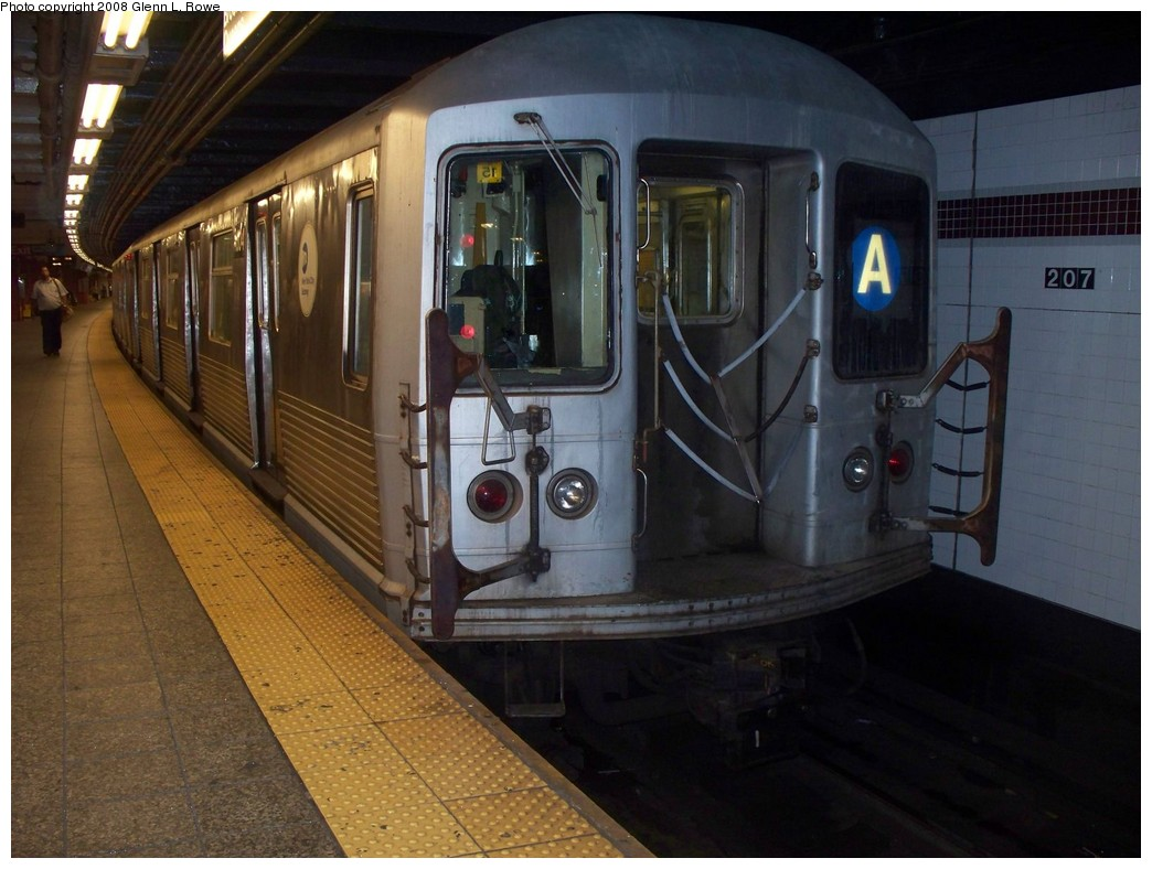 (200k, 1044x788)<br><b>Country:</b> United States<br><b>City:</b> New York<br><b>System:</b> New York City Transit<br><b>Line:</b> IND 8th Avenue Line<br><b>Location:</b> 207th Street <br><b>Route:</b> A<br><b>Car:</b> R-42 (St. Louis, 1969-1970)  4604 <br><b>Photo by:</b> Glenn L. Rowe<br><b>Date:</b> 7/7/2008<br><b>Viewed (this week/total):</b> 1 / 1106