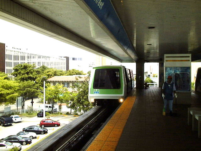 (83k, 640x480)<br><b>Country:</b> United States<br><b>City:</b> Miami, FL<br><b>System:</b> Miami Metromover<br><b>Location:</b> 1st Street <br><b>Photo by:</b> Brian J. Cudahy<br><b>Date:</b> 2003<br><b>Viewed (this week/total):</b> 0 / 674