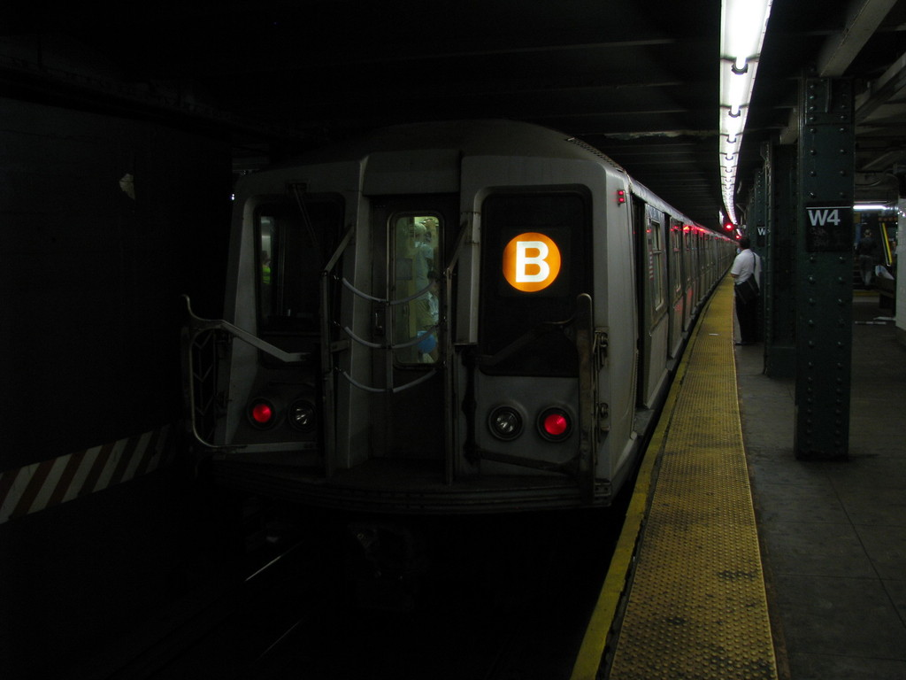 (118k, 1024x768)<br><b>Country:</b> United States<br><b>City:</b> New York<br><b>System:</b> New York City Transit<br><b>Line:</b> IND 6th Avenue Line<br><b>Location:</b> West 4th Street/Washington Square <br><b>Route:</b> B<br><b>Car:</b> R-40 (St. Louis, 1968)  4246 <br><b>Photo by:</b> Andrew Johnson<br><b>Date:</b> 6/30/2008<br><b>Viewed (this week/total):</b> 1 / 1243
