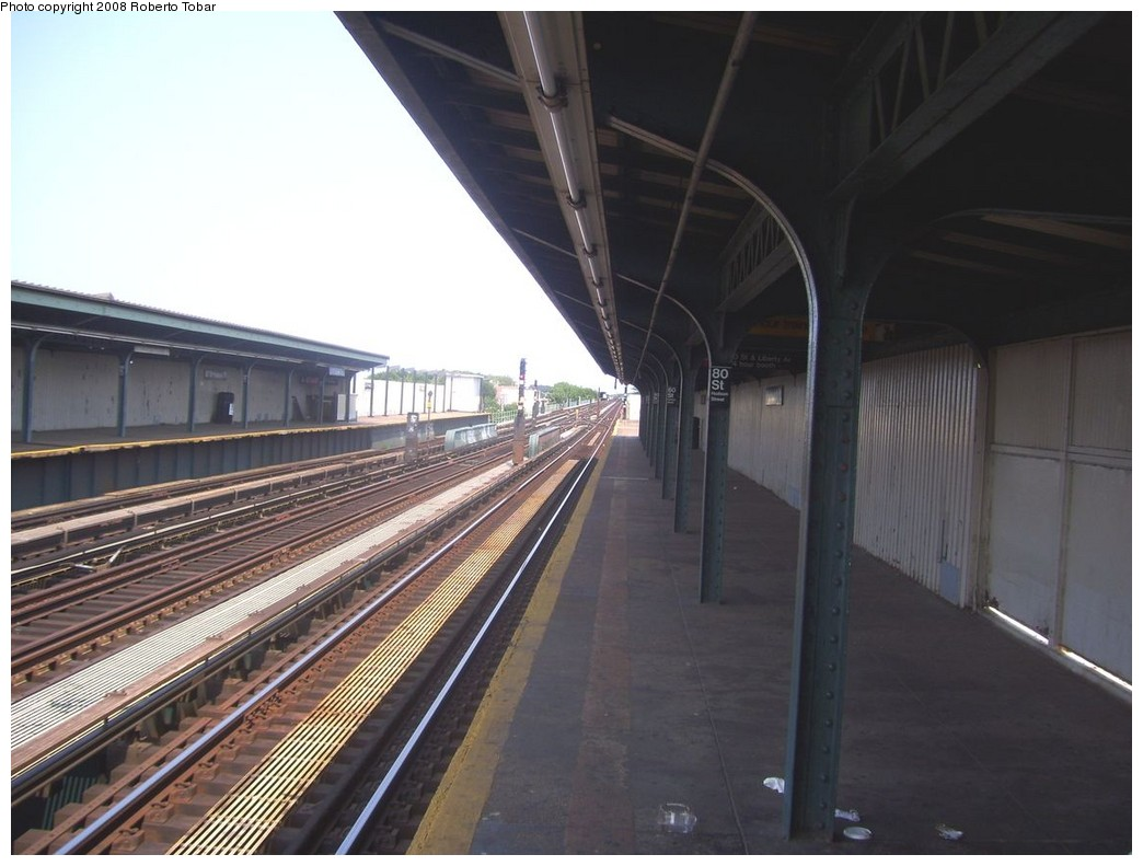 (178k, 1044x791)<br><b>Country:</b> United States<br><b>City:</b> New York<br><b>System:</b> New York City Transit<br><b>Line:</b> IND Fulton Street Line<br><b>Location:</b> 80th Street/Hudson Street <br><b>Photo by:</b> Roberto C. Tobar<br><b>Date:</b> 7/12/2008<br><b>Notes:</b> Platform view.<br><b>Viewed (this week/total):</b> 0 / 488