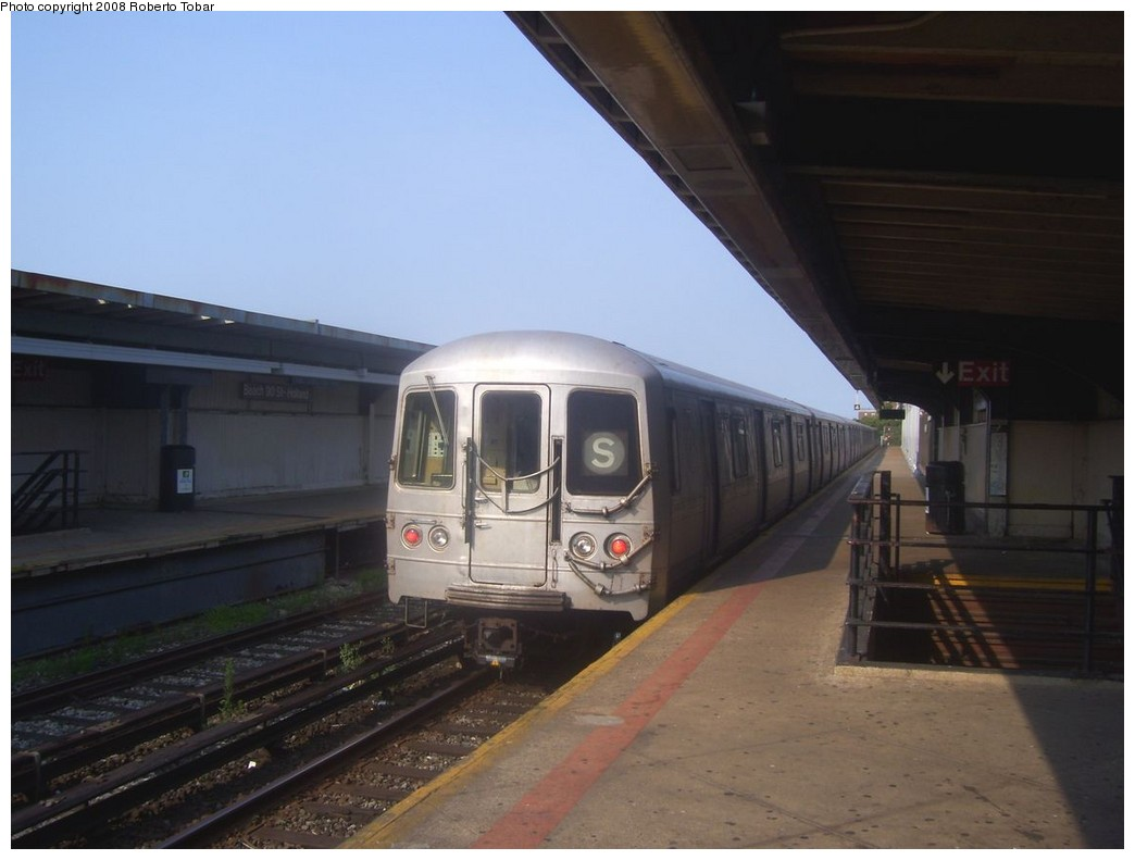 (149k, 1044x791)<br><b>Country:</b> United States<br><b>City:</b> New York<br><b>System:</b> New York City Transit<br><b>Line:</b> IND Rockaway<br><b>Location:</b> Beach 90th Street/Holland <br><b>Route:</b> S<br><b>Car:</b> R-44 (St. Louis, 1971-73)  <br><b>Photo by:</b> Roberto C. Tobar<br><b>Date:</b> 7/12/2008<br><b>Viewed (this week/total):</b> 2 / 1274