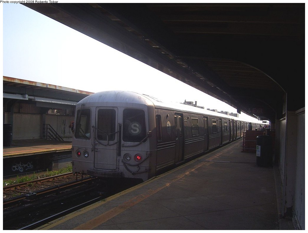 (156k, 1044x791)<br><b>Country:</b> United States<br><b>City:</b> New York<br><b>System:</b> New York City Transit<br><b>Line:</b> IND Rockaway<br><b>Location:</b> Beach 98th Street/Playland <br><b>Route:</b> S<br><b>Car:</b> R-44 (St. Louis, 1971-73) 5372 <br><b>Photo by:</b> Roberto C. Tobar<br><b>Date:</b> 7/12/2008<br><b>Viewed (this week/total):</b> 3 / 889