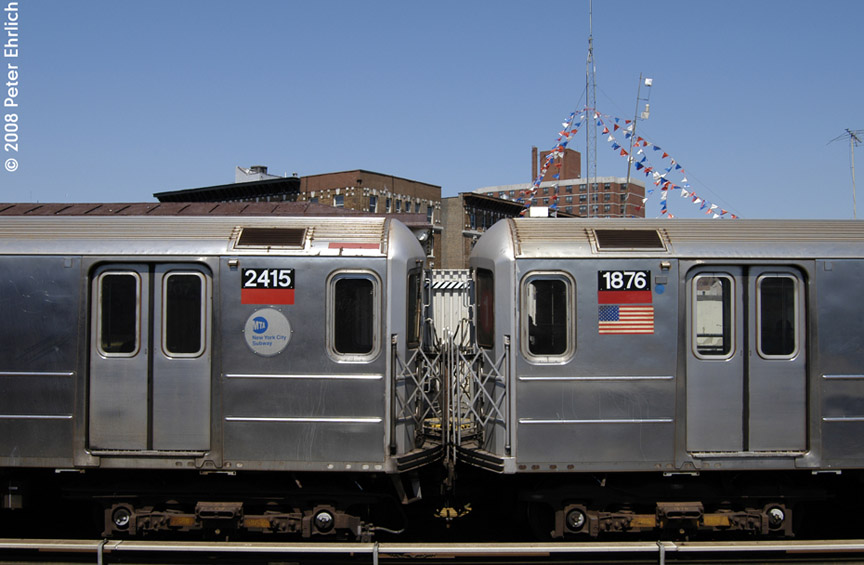 (148k, 864x565)<br><b>Country:</b> United States<br><b>City:</b> New York<br><b>System:</b> New York City Transit<br><b>Line:</b> IRT West Side Line<br><b>Location:</b> 207th Street <br><b>Car:</b> R-62A (Bombardier, 1984-1987)  2415/1876 <br><b>Photo by:</b> Peter Ehrlich<br><b>Date:</b> 7/15/2008<br><b>Notes:</b> Inbound train.   Coupled to 1876.<br><b>Viewed (this week/total):</b> 3 / 1887