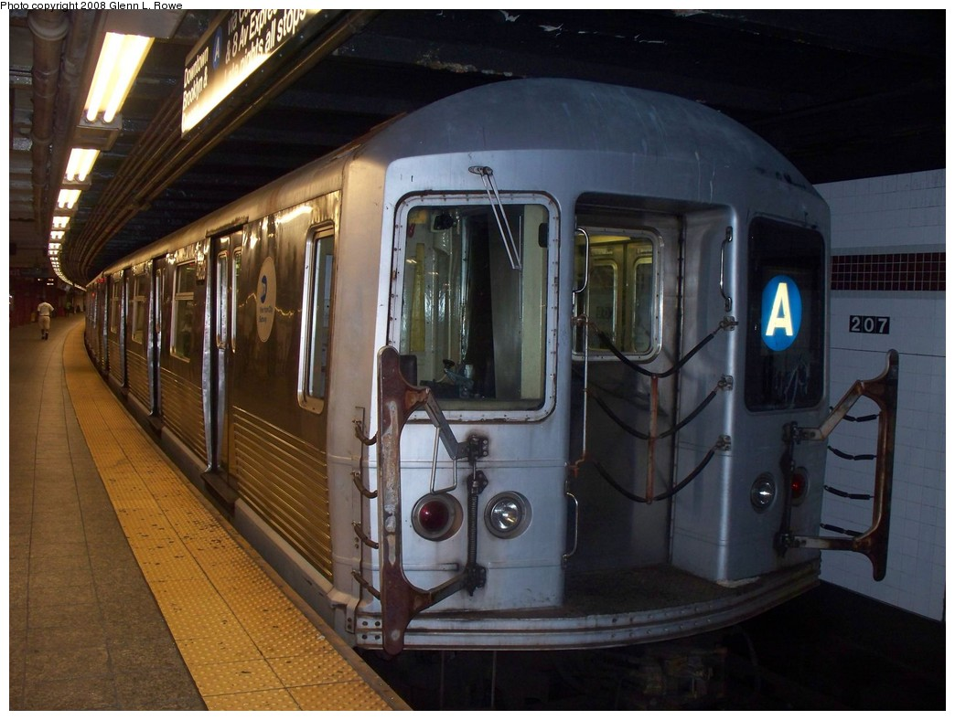 (200k, 1044x788)<br><b>Country:</b> United States<br><b>City:</b> New York<br><b>System:</b> New York City Transit<br><b>Line:</b> IND 8th Avenue Line<br><b>Location:</b> 207th Street <br><b>Route:</b> A<br><b>Car:</b> R-42 (St. Louis, 1969-1970)  4628 <br><b>Photo by:</b> Glenn L. Rowe<br><b>Date:</b> 7/17/2008<br><b>Viewed (this week/total):</b> 3 / 1112