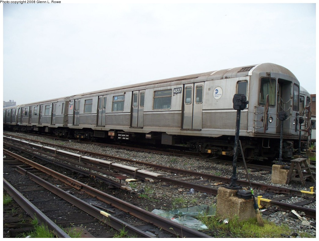 (218k, 1044x788)<br><b>Country:</b> United States<br><b>City:</b> New York<br><b>System:</b> New York City Transit<br><b>Location:</b> 207th Street Yard<br><b>Car:</b> R-40M (St. Louis, 1969)  4537/4536 <br><b>Photo by:</b> Glenn L. Rowe<br><b>Date:</b> 7/23/2008<br><b>Viewed (this week/total):</b> 0 / 1226