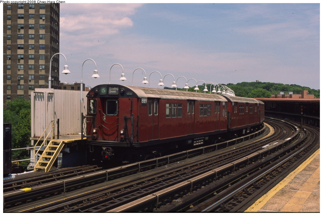 (189k, 1044x698)<br><b>Country:</b> United States<br><b>City:</b> New York<br><b>System:</b> New York City Transit<br><b>Line:</b> IRT White Plains Road Line<br><b>Location:</b> West Farms Sq./East Tremont Ave./177th St. <br><b>Route:</b> 5<br><b>Car:</b> R-33 Main Line (St. Louis, 1962-63) 8989 <br><b>Photo by:</b> Chao-Hwa Chen<br><b>Date:</b> 7/3/2001<br><b>Viewed (this week/total):</b> 3 / 1211
