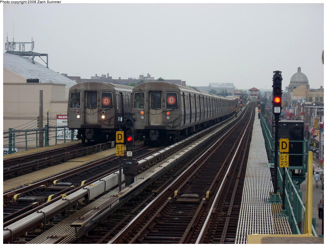 (188k, 1044x788)<br><b>Country:</b> United States<br><b>City:</b> New York<br><b>System:</b> New York City Transit<br><b>Line:</b> BMT West End Line<br><b>Location:</b> 25th Avenue <br><b>Route:</b> D<br><b>Car:</b> R-68 (Westinghouse-Amrail, 1986-1988)  2682/2780 <br><b>Photo by:</b> Zach Summer<br><b>Date:</b> 7/6/2008<br><b>Notes:</b> Relay train from Bay Pkwy on middle track.<br><b>Viewed (this week/total):</b> 0 / 1445