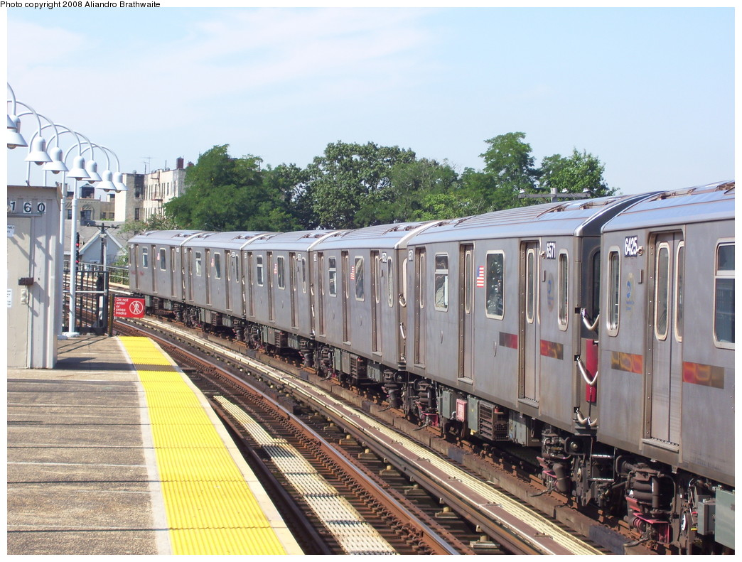 (268k, 1044x791)<br><b>Country:</b> United States<br><b>City:</b> New York<br><b>System:</b> New York City Transit<br><b>Line:</b> IRT White Plains Road Line<br><b>Location:</b> 238th Street (Nereid Avenue) <br><b>Car:</b> R-142 (Primary Order, Bombardier, 1999-2002)  6521 <br><b>Photo by:</b> Aliandro Brathwaite<br><b>Date:</b> 7/25/2008<br><b>Viewed (this week/total):</b> 2 / 2398