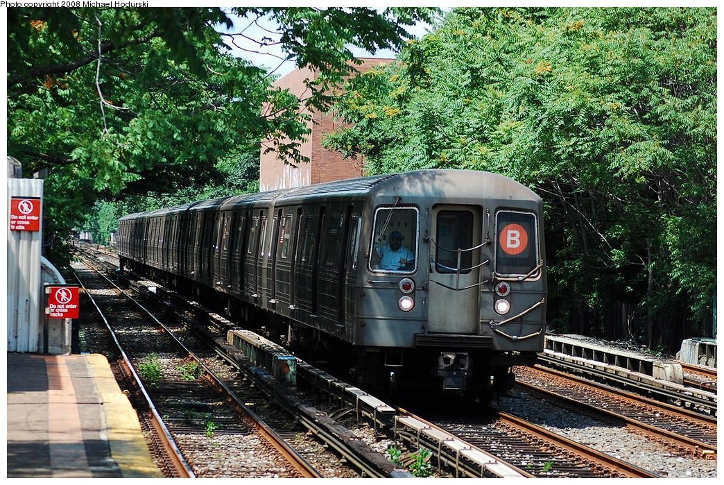 (394k, 1044x699)<br><b>Country:</b> United States<br><b>City:</b> New York<br><b>System:</b> New York City Transit<br><b>Line:</b> BMT Brighton Line<br><b>Location:</b> Avenue M <br><b>Route:</b> B<br><b>Car:</b> R-68 (Westinghouse-Amrail, 1986-1988)  2904 <br><b>Photo by:</b> Michael Hodurski<br><b>Date:</b> 6/24/2008<br><b>Viewed (this week/total):</b> 0 / 1102