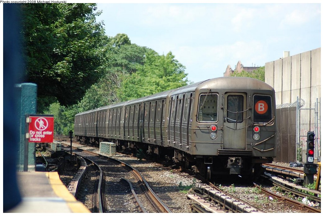 (267k, 1044x699)<br><b>Country:</b> United States<br><b>City:</b> New York<br><b>System:</b> New York City Transit<br><b>Line:</b> BMT Brighton Line<br><b>Location:</b> Kings Highway <br><b>Route:</b> B<br><b>Car:</b> R-68 (Westinghouse-Amrail, 1986-1988)  2904 <br><b>Photo by:</b> Michael Hodurski<br><b>Date:</b> 6/24/2008<br><b>Viewed (this week/total):</b> 0 / 865