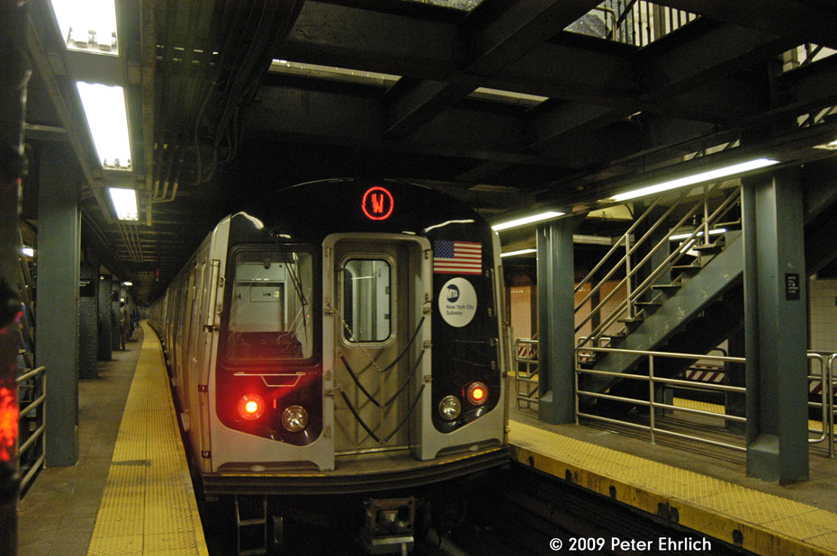 (221k, 930x618)<br><b>Country:</b> United States<br><b>City:</b> New York<br><b>System:</b> New York City Transit<br><b>Line:</b> BMT Broadway Line<br><b>Location:</b> Whitehall Street <br><b>Car:</b> R-160B (Kawasaki, 2005-2008)  8912 <br><b>Photo by:</b> Peter Ehrlich<br><b>Date:</b> 7/22/2009<br><b>Viewed (this week/total):</b> 3 / 1457