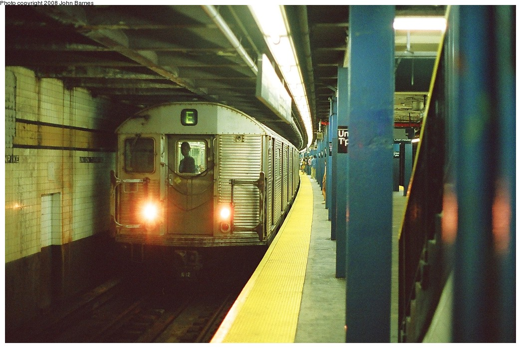 (233k, 1044x699)<br><b>Country:</b> United States<br><b>City:</b> New York<br><b>System:</b> New York City Transit<br><b>Line:</b> IND Queens Boulevard Line<br><b>Location:</b> Union Turnpike/Kew Gardens <br><b>Route:</b> E<br><b>Car:</b> R-32 (Budd, 1964)  3377 <br><b>Photo by:</b> John Barnes<br><b>Date:</b> 7/19/2008<br><b>Viewed (this week/total):</b> 1 / 1660