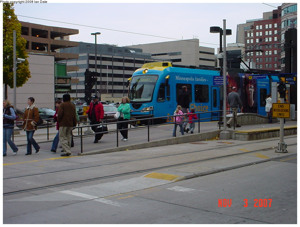 (215k, 1044x788)<br><b>Country:</b> United States<br><b>City:</b> Minneapolis, MN<br><b>System:</b> MNDOT Light Rail Transit<br><b>Line:</b> Hiawatha Line<br><b>Location:</b> <b><u>Nicollet Mall </b></u><br><b>Photo by:</b> Ian Dale<br><b>Date:</b> 11/3/2007<br><b>Viewed (this week/total):</b> 2 / 1046
