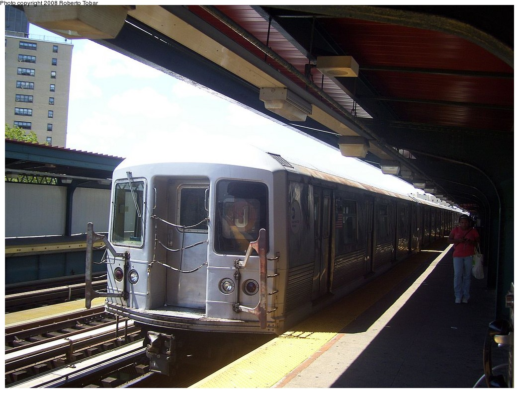 (216k, 1044x791)<br><b>Country:</b> United States<br><b>City:</b> New York<br><b>System:</b> New York City Transit<br><b>Line:</b> BMT Nassau Street/Jamaica Line<br><b>Location:</b> Halsey Street <br><b>Route:</b> J<br><b>Car:</b> R-42 (St. Louis, 1969-1970)  4774 <br><b>Photo by:</b> Roberto C. Tobar<br><b>Date:</b> 8/16/2008<br><b>Viewed (this week/total):</b> 0 / 741
