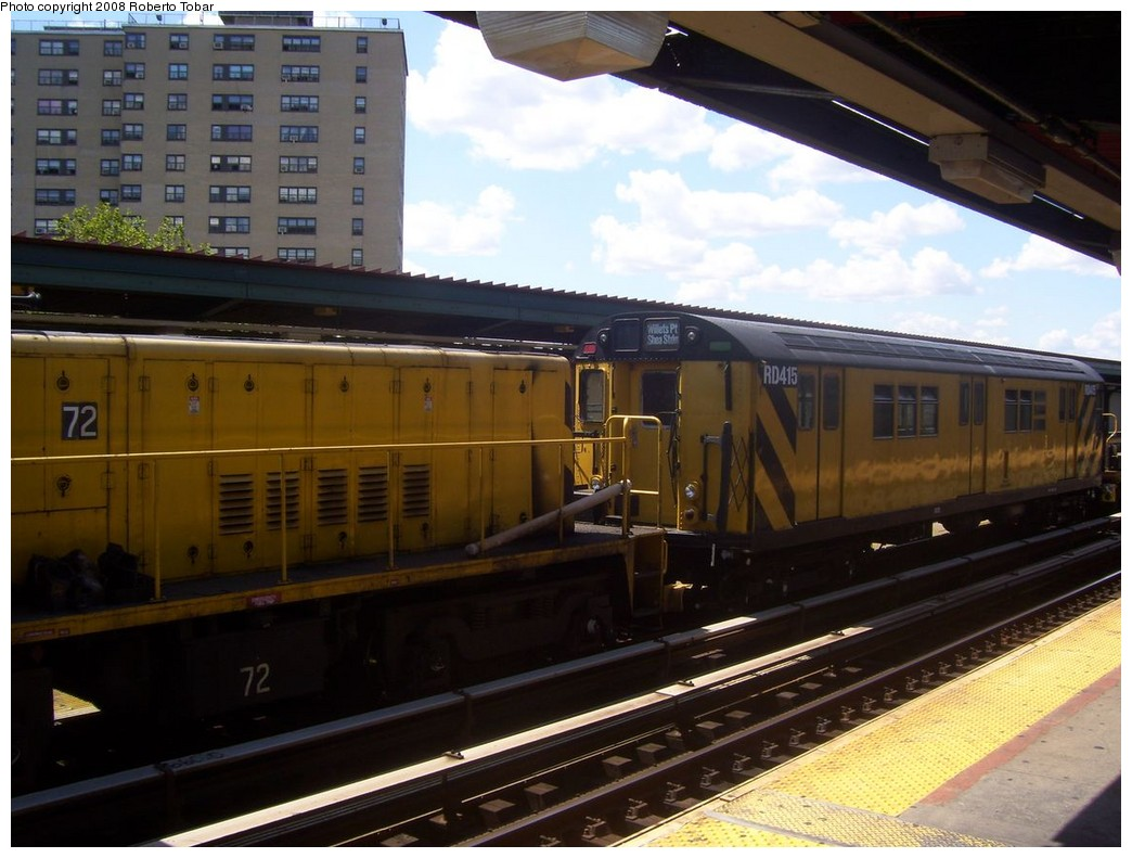 (193k, 1044x791)<br><b>Country:</b> United States<br><b>City:</b> New York<br><b>System:</b> New York City Transit<br><b>Line:</b> BMT Nassau Street/Jamaica Line<br><b>Location:</b> Halsey Street <br><b>Route:</b> Work Service<br><b>Car:</b> R-161 Rider Car (ex-R-33)  RD415 (ex-9021)<br><b>Photo by:</b> Roberto C. Tobar<br><b>Date:</b> 8/16/2008<br><b>Notes:</b> With loco 72<br><b>Viewed (this week/total):</b> 3 / 1331