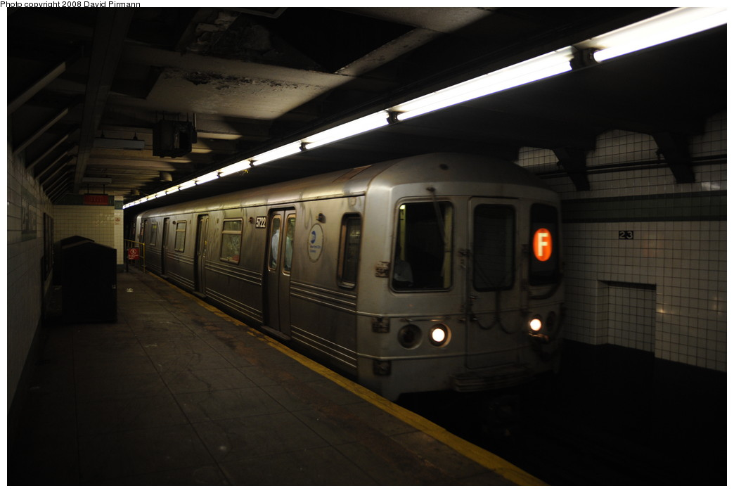 (178k, 1044x701)<br><b>Country:</b> United States<br><b>City:</b> New York<br><b>System:</b> New York City Transit<br><b>Line:</b> IND 6th Avenue Line<br><b>Location:</b> 23rd Street <br><b>Route:</b> F<br><b>Car:</b> R-46 (Pullman-Standard, 1974-75) 5722 <br><b>Photo by:</b> David Pirmann<br><b>Date:</b> 8/21/2008<br><b>Viewed (this week/total):</b> 0 / 991