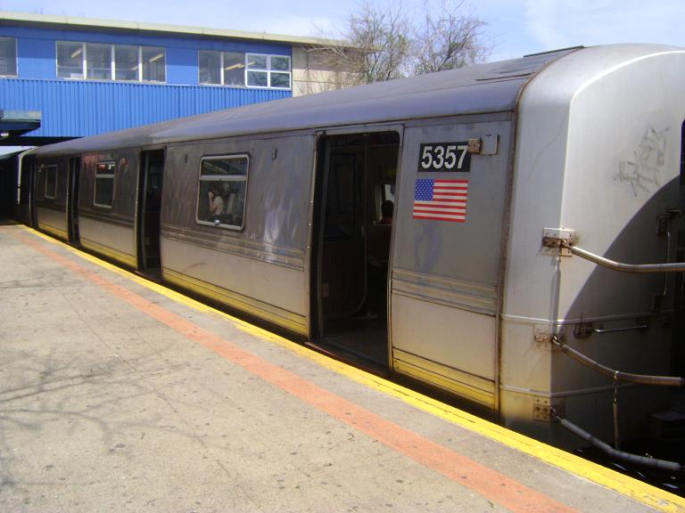 (82k, 768x576)<br><b>Country:</b> United States<br><b>City:</b> New York<br><b>System:</b> New York City Transit<br><b>Line:</b> IND Rockaway<br><b>Location:</b> Broad Channel <br><b>Route:</b> A<br><b>Car:</b> R-44 (St. Louis, 1971-73) 5357 <br><b>Photo by:</b> John Dooley<br><b>Date:</b> 4/8/2010<br><b>Viewed (this week/total):</b> 1 / 292