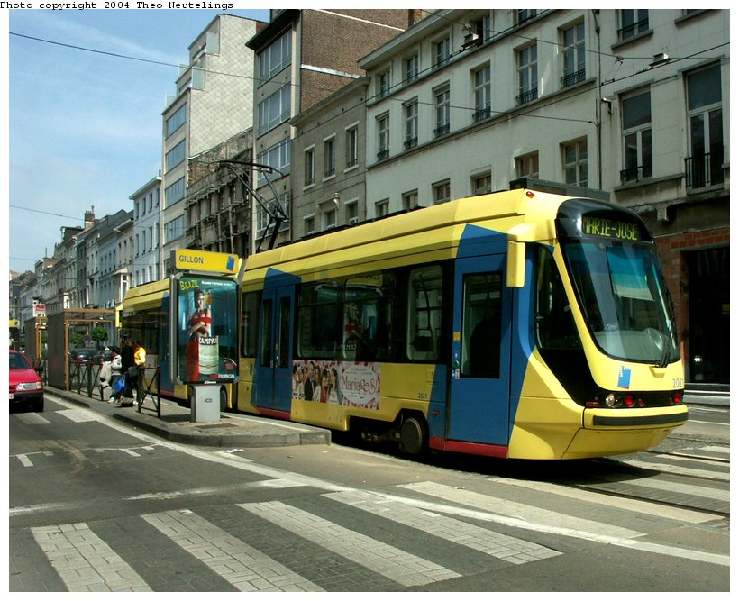 (133k, 820x667)<br><b>Country:</b> Belgium<br><b>City:</b> Brussels<br><b>System:</b> STIB (Societé des Transports Intercommunaux de Bruxelles)<br><b>Location:</b> Gillon <br><b>Car:</b> La Brugeoise 6-axle Low-Floor 2000-series  2021 <br><b>Photo by:</b> Theo Neutelings<br><b>Date:</b> 5/14/2004<br><b>Viewed (this week/total):</b> 3 / 946