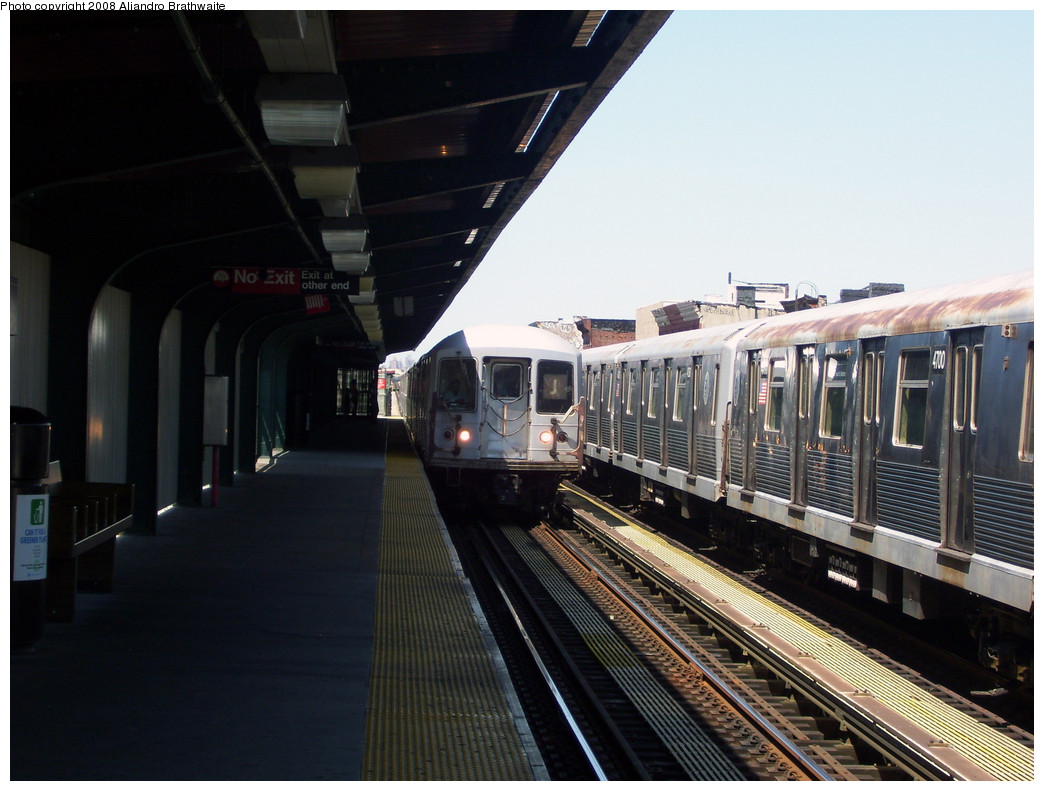 (238k, 1044x791)<br><b>Country:</b> United States<br><b>City:</b> New York<br><b>System:</b> New York City Transit<br><b>Line:</b> BMT Nassau Street/Jamaica Line<br><b>Location:</b> Halsey Street <br><b>Route:</b> J<br><b>Car:</b> R-42 (St. Louis, 1969-1970)  4700 <br><b>Photo by:</b> Aliandro Brathwaite<br><b>Date:</b> 8/20/2008<br><b>Viewed (this week/total):</b> 2 / 1095