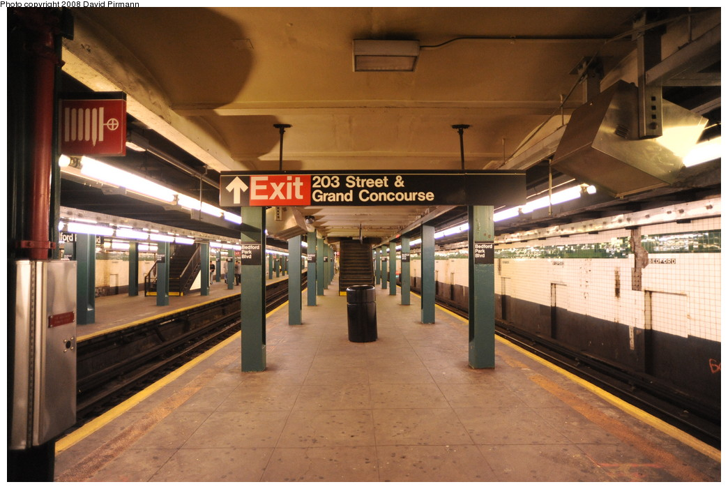 (258k, 1044x701)<br><b>Country:</b> United States<br><b>City:</b> New York<br><b>System:</b> New York City Transit<br><b>Line:</b> IND Concourse Line<br><b>Location:</b> Bedford Park Boulevard <br><b>Photo by:</b> David Pirmann<br><b>Date:</b> 8/27/2008<br><b>Viewed (this week/total):</b> 1 / 1227