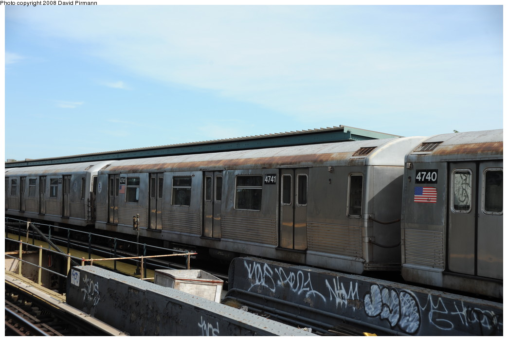 (206k, 1044x701)<br><b>Country:</b> United States<br><b>City:</b> New York<br><b>System:</b> New York City Transit<br><b>Line:</b> BMT Nassau Street/Jamaica Line<br><b>Location:</b> 75th Street/Elderts Lane <br><b>Route:</b> J<br><b>Car:</b> R-42 (St. Louis, 1969-1970)  4841 <br><b>Photo by:</b> David Pirmann<br><b>Date:</b> 8/27/2008<br><b>Viewed (this week/total):</b> 3 / 791