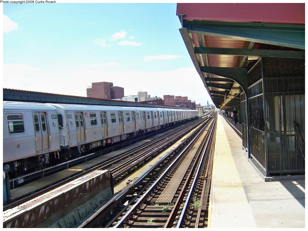 (245k, 1044x783)<br><b>Country:</b> United States<br><b>City:</b> New York<br><b>System:</b> New York City Transit<br><b>Line:</b> BMT Nassau Street/Jamaica Line<br><b>Location:</b> Lorimer Street <br><b>Route:</b> M<br><b>Car:</b> R-160A-1 (Alstom, 2005-2008, 4 car sets)  8338 <br><b>Photo by:</b> Curtis Roach<br><b>Date:</b> 8/8/2008<br><b>Viewed (this week/total):</b> 0 / 1117