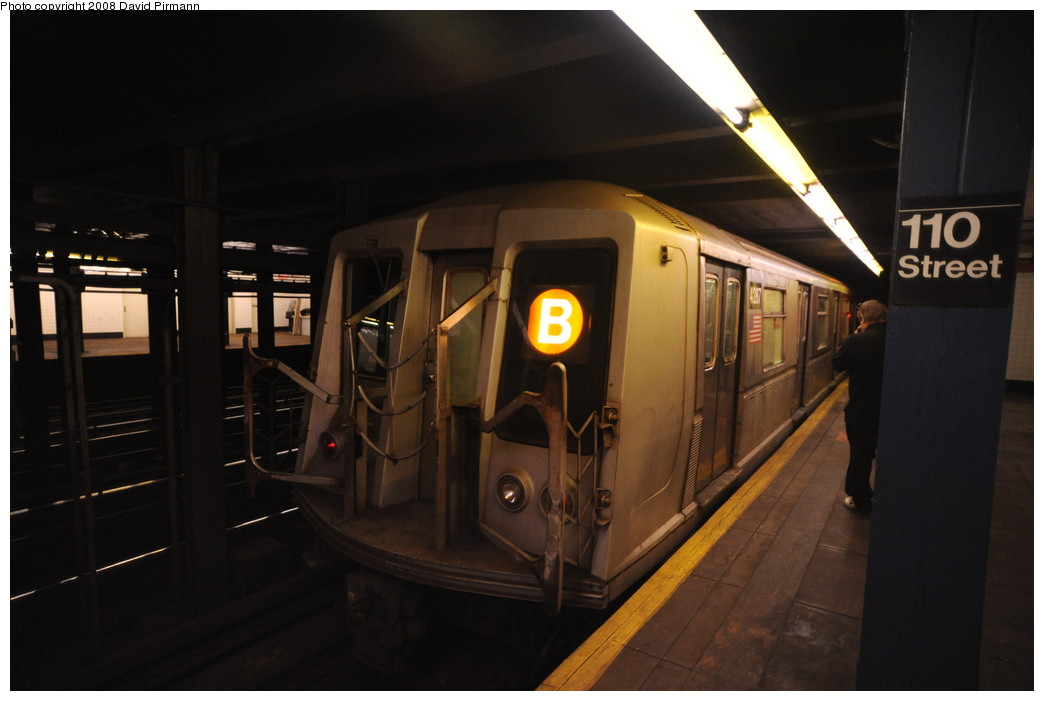 (197k, 1044x701)<br><b>Country:</b> United States<br><b>City:</b> New York<br><b>System:</b> New York City Transit<br><b>Line:</b> IND 8th Avenue Line<br><b>Location:</b> 110th Street/Cathedral Parkway <br><b>Route:</b> B<br><b>Car:</b> R-40 (St. Louis, 1968)  4287 <br><b>Photo by:</b> David Pirmann<br><b>Date:</b> 8/27/2008<br><b>Viewed (this week/total):</b> 0 / 1623