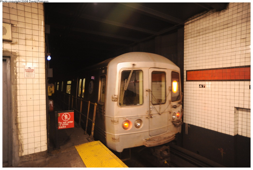 (227k, 1044x701)<br><b>Country:</b> United States<br><b>City:</b> New York<br><b>System:</b> New York City Transit<br><b>Line:</b> IND 6th Avenue Line<br><b>Location:</b> 47-50th Street/Rockefeller Center <br><b>Route:</b> V<br><b>Car:</b> R-46 (Pullman-Standard, 1974-75) 6246 <br><b>Photo by:</b> David Pirmann<br><b>Date:</b> 8/27/2008<br><b>Viewed (this week/total):</b> 1 / 1758