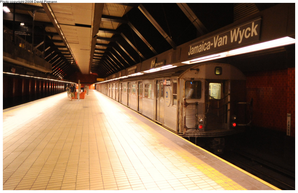 (229k, 1044x677)<br><b>Country:</b> United States<br><b>City:</b> New York<br><b>System:</b> New York City Transit<br><b>Line:</b> IND Queens Boulevard Line<br><b>Location:</b> Jamaica/Van Wyck <br><b>Route:</b> E<br><b>Car:</b> R-32 (Budd, 1964)  3376 <br><b>Photo by:</b> David Pirmann<br><b>Date:</b> 8/27/2008<br><b>Viewed (this week/total):</b> 0 / 1871