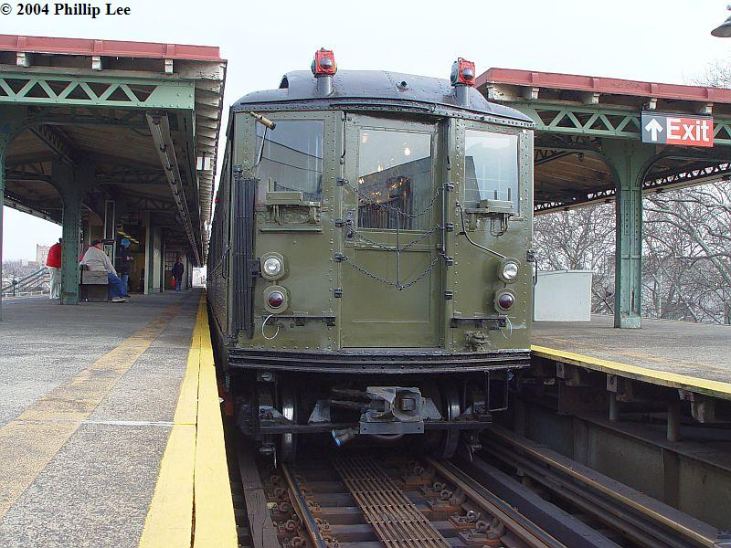 (115k, 800x600)<br><b>Country:</b> United States<br><b>City:</b> New York<br><b>System:</b> New York City Transit<br><b>Line:</b> IRT Pelham Line<br><b>Location:</b> East 177th Street/Parkchester <br><b>Route:</b> Fan Trip<br><b>Car:</b> Low-V (Museum Train)  <br><b>Photo by:</b> Phillip Lee<br><b>Date:</b> 12/19/2004<br><b>Viewed (this week/total):</b> 1 / 875