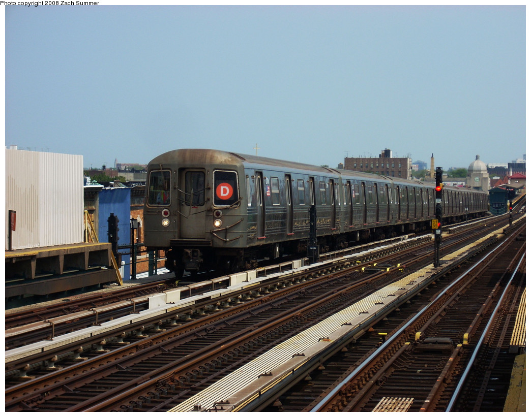 (284k, 1044x821)<br><b>Country:</b> United States<br><b>City:</b> New York<br><b>System:</b> New York City Transit<br><b>Line:</b> BMT West End Line<br><b>Location:</b> 20th Avenue <br><b>Route:</b> D<br><b>Car:</b> R-68 (Westinghouse-Amrail, 1986-1988)  27x6 <br><b>Photo by:</b> Zach Summer<br><b>Date:</b> 7/20/2008<br><b>Viewed (this week/total):</b> 1 / 788