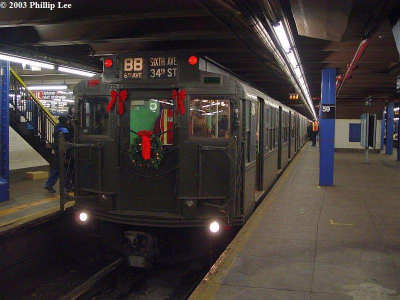 (86k, 800x600)<br><b>Country:</b> United States<br><b>City:</b> New York<br><b>System:</b> New York City Transit<br><b>Line:</b> IND 8th Avenue Line<br><b>Location:</b> 59th Street/Columbus Circle <br><b>Route:</b> Fan Trip<br><b>Car:</b> R-4 (American Car & Foundry, 1932-1933) 484 <br><b>Photo by:</b> Phillip Lee<br><b>Date:</b> 12/27/2003<br><b>Viewed (this week/total):</b> 2 / 785